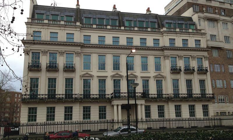"""Už šį Londono centre, Rutland Gate 2-8a esantį 5.800 kv. m ploto gyvenamąjį namą investuotojas iš Kinijos sumokėjo apie 240 mln. Eur. """"Wikimedia Commons"""" / Gareth"""