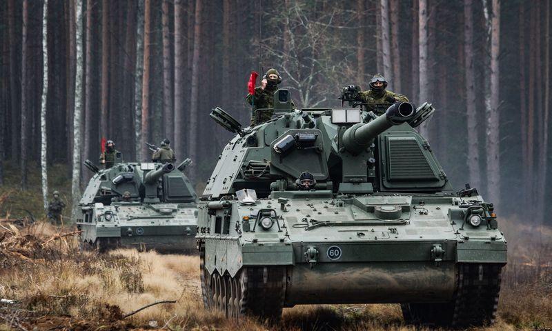 Asociatyvioje nuotraukoje Lietuvos kariuomenės įsigytos savaeigės haubicos PzH 2000. Gr. Vaigos Zalatoriūtės (KAM) nuotr.