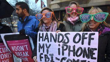 """Vėl įsisiūbuoja """"Apple"""" ir FTB ginčas dėl """"iPhone"""" atrakinimo"""