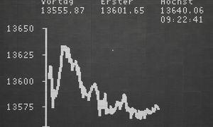 """Investuotojai iškosėjovirusą:į biržas grįžta rekordai, o """"Tesla"""" aplenkė""""Volkswagen"""""""