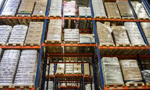 Didmeninė prekyba sutelktanepajudinamų milžinų rankose