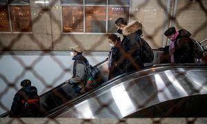 Kinijoje dėl naujos ligos protrūkiosusisiekimas ribojamas dar dviejuose miestuose