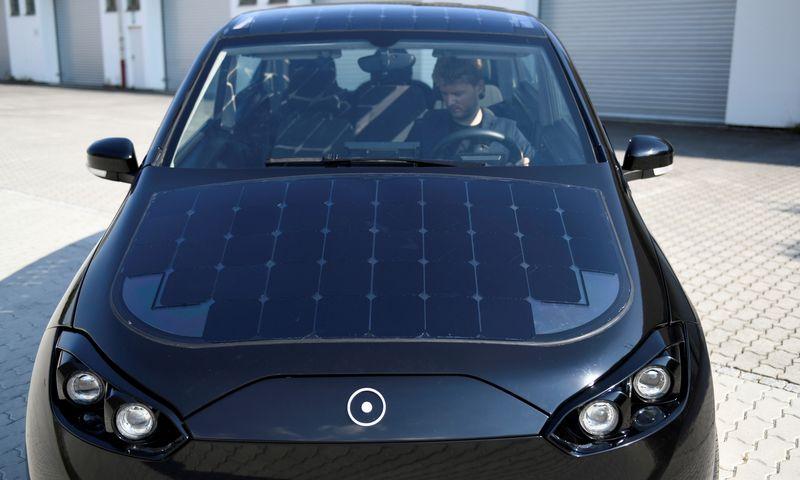 """""""Sono Motors Sion"""" automobilio prototipas. Andreaso Geberto (""""Reuters"""" / """"Scanpix"""") nuotr."""
