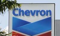"""Dar ilgą laiką galime nematyti 100 USD kainuojančios naftos, sako """"Chevron"""" vadovas"""