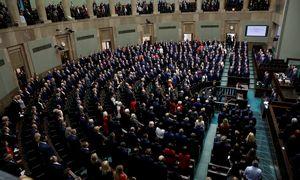 Lenkijos parlamentas patvirtino kontroversišką įstatymą dėl teisėjų drausminimo