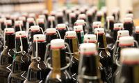 """Latvijos aludariai: stipraus alkoholio akcizų įšaldymas sukeltų """"karą"""" su Lietuva"""