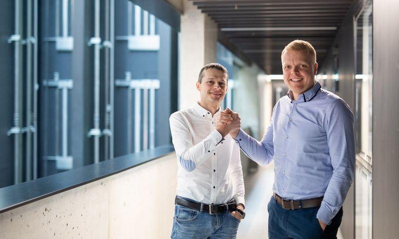 Kairėje Edmundas Vasonskis, Avia Solution Group IT vadovas, dešinėje Paulius Kirdeikis, Atea projektų vadovas. Nuot. Irmanto Gelūno.