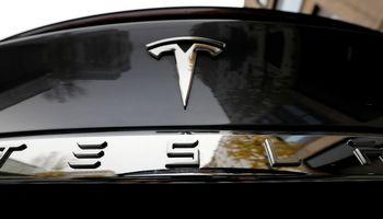"""Būsimos """"Tesla"""" gamyklos vietoje Vokietijoje sunaikintos septynios karo laikų bombos"""