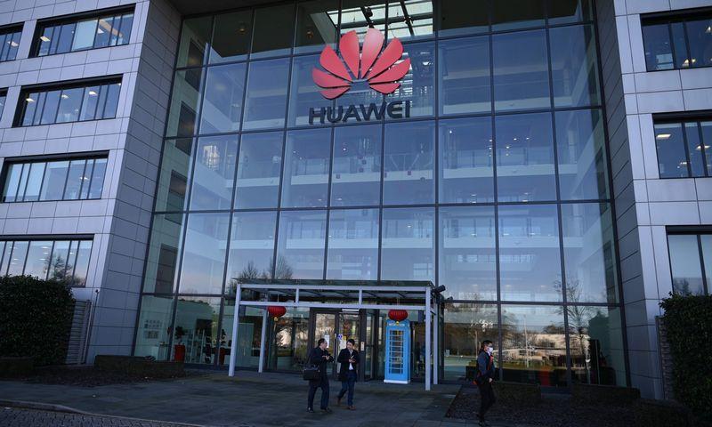 """""""Huawei"""" pagrindinė būstinė Jungtinėje Karalystėje, Londone. Daniel Leal-Olivas (AFP/""""Scanpix"""") nuotr."""
