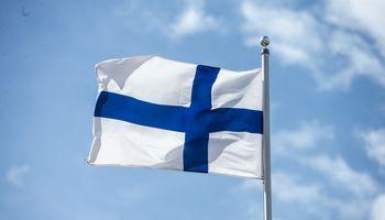 Maždaug 9.000 suomių nutraukia darbą, stoja fabrikai