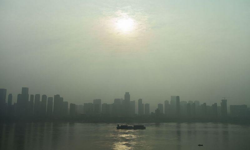 """Jangdzės upė Vuhane, Hubėjaus provincijoje. Hectoro Retamalio (AFP / """"Scanpix"""") nuotr."""