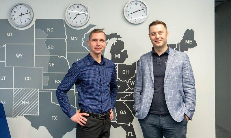 """Paulius Zaleckas (kairėje), Lietuvos padalinio operacijų vadovas, ir Jonas Bidva """"GP Transco"""" viceprezidentas. Juditos Grigelytės (VŽ) nuotr."""