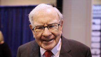 W. Buffettas nebetiki laikraščiais: parduoda visą verslą