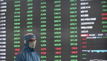 Kinijoje akcijos pinga 8% dėl koronaviruso keliamų baimių