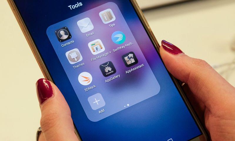 """""""Huawei"""" taip pat vysto ir europiečiams jau siūlo nuosavą programėlių platinimo platformą """"AppGallery"""". Vladimiro Ivanovo (VŽ) nuotr."""