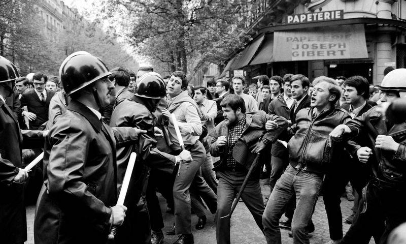 """1968 m. gegužės 2-oji Paryžiuje, San Mišelės bulvare. Jacques Marie (AFP / """"Scanpix"""" ) nuotr."""