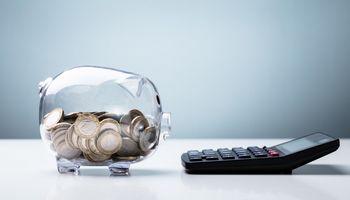 """Tyrimas: lietuviai nesuvokia infliacijos ir """"pūdo"""" pinigus sąskaitose"""