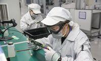 Kinijoje atostogos baigėsi, bet gamyklos dar tuščios