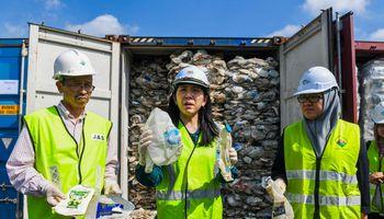 """Iš Malaizijos grąžintų atliekų savininkas: """"Mes čia ne prie ko"""""""
