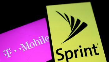 """JAV teisėjas uždegė žalią šviesą """"Sprint"""" ir """"T-Mobile"""" susijungimui"""