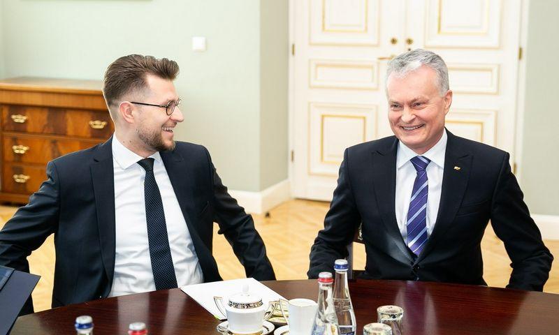Prezidentas Gitanas Nausėda praėjusį penktadienį susitiko su premjero pateiktu kandidatu į ekonomikos ministrus Luku Savicku. Žygimanto Gedvilos (15min.lt/Scanpix) nuotr.