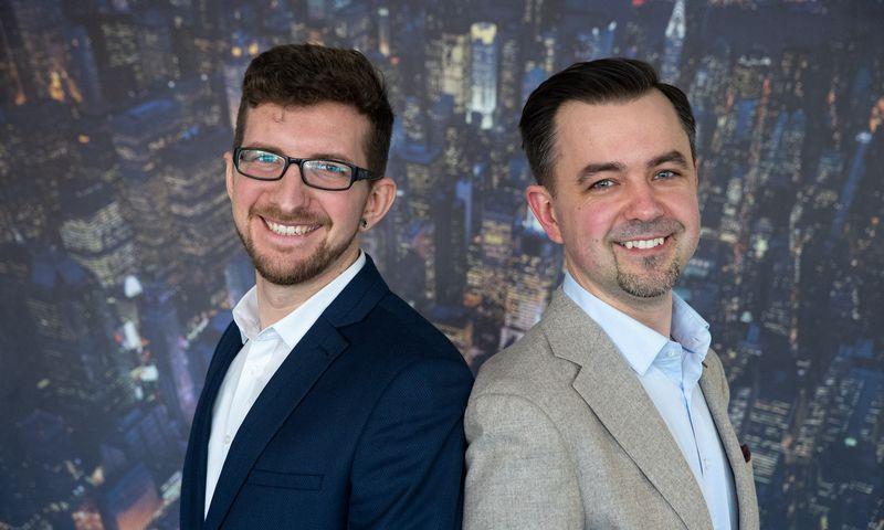 """Andrius Petravičius (dešinėje), UAB """"Grand Partners"""" plėtros vadovas ir Audrius Martinkus, UAB """"Mokomieji filmai"""" (""""Talentator"""") plėtros vadovas. Vladimiro Ivanovo (VŽ) nuotr."""