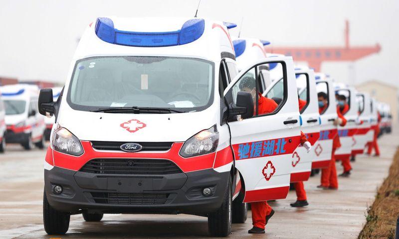 """Greitosios pagalbos automobiliai siunčiami į Uhaną. """"zumapress.com""""/""""Scanpic"""" nuotr."""