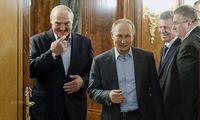 Lukašenka spaudžiaPutiną piginti paskolą už Astravo AE