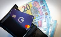 Plastikinių kortelių amžiuje savo nišos ieško mokėjimo kortelių agregatoriai