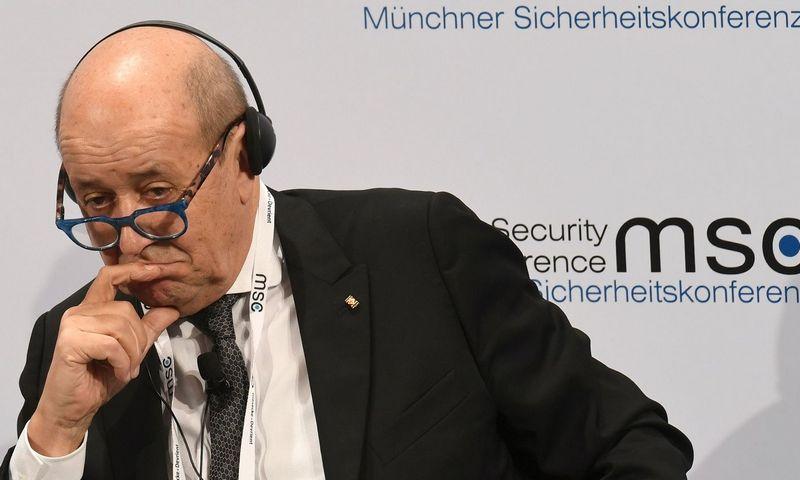 """Prancūzijos užsienio reikalų ministras Jeanas-Yves Le Drianas.  Christofo Stache (""""AFP"""" / """"Scanpix"""") nuotr."""