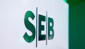 SEB atnaujino savo sistemas,iki pietų jos darlūžinėjo