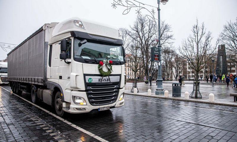 Lietuvos vežėjai pernai surengta akcija Vilniuje siekė atkreipti dėmesį į transporto sektoriui kylančius iššūkius. Juditos Grigelytės (VŽ) nuotr.