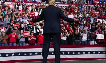 """D. Trumpas sudirbo """"Oskaro"""" apdovanojimus"""
