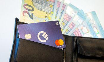 Grynieji tebelaimi prieš atsiskaitymus kortele, bet laikas veikia ne jų naudai