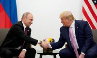 """Rusija jau kišasi į JAV rinkimus, skelbia """"The New York Times"""""""