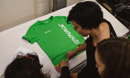 """Testą išlaikęs """"Utenos trikotažas""""tapo naujos """"Greenpeace"""" kolekcijos gamintoju"""