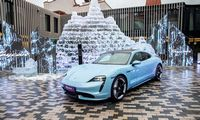 "Lietuvoje pristatytas pirmasis ""Porsche"" elektromobilis"