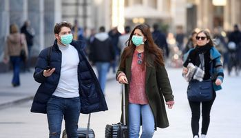 Kovai su koronaviruso plitimu ES skiria 232 mln. Eur, sienos lieka atidarytos