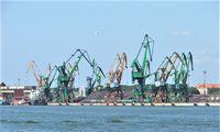 Klaipėdos uoste trūkus hidraulinei žarnai išsiliejo tepalai