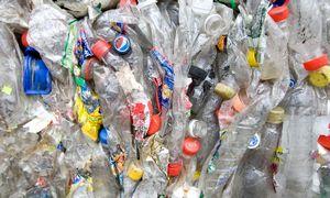 Aplinkosaugininkai: Vilniaus rajone bendrovė be leidimo laiko 400 t plastiko atliekų