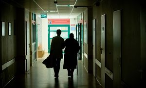 Santaros klinikos imasi riboti planines operacijas, ligonių lankymą
