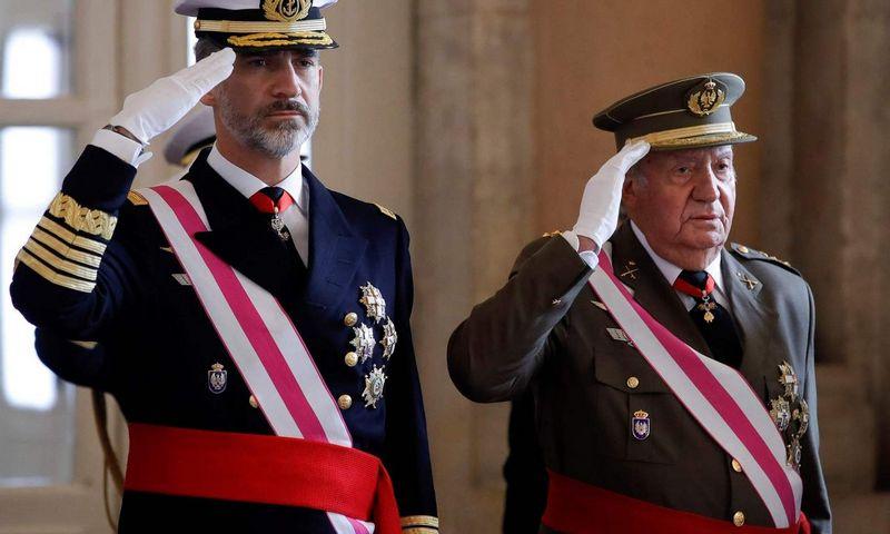 """Ispanijos karalius Felipe VI ir jo tėvas, karalius emeritas Juanas Carlosas, 2018 m. Juanjo Martino (AFP / """"Scanpix"""") nuotr."""