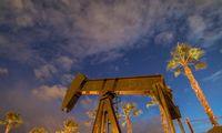 Naftos kainų griūties pasekmės raibuliuoja nuo Norvegijos iki Rusijos