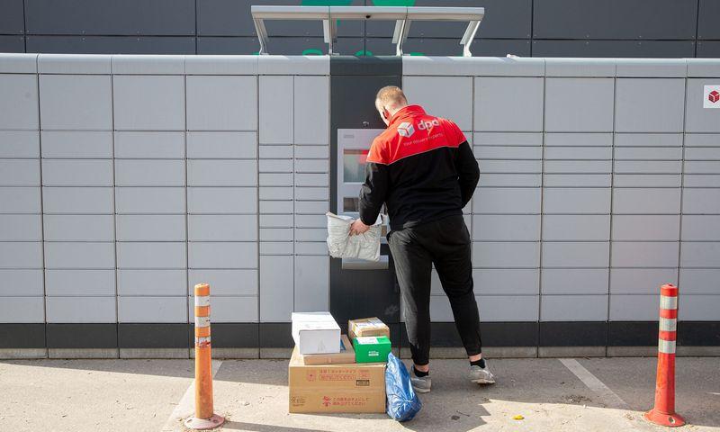 Karantino metu paštas ir siuntų tarnybos intensyviai naudoja savitarnos terminalus. Juditos Grigelytės (VŽ) nuotr.