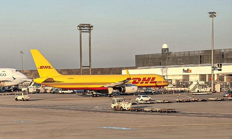 """""""DHL Global Forwarding"""" gabena stambius krovinius oro ir jūrų transportu. Lino Butkaus (VŽ) nuotr."""