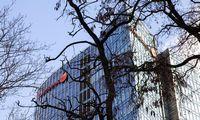 """""""Swedbank"""" nusamdyti tyrėjai: per banką atlikta 36,7 mlrd. Eur vertės įtartinų sandorių"""