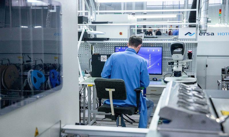 """Telekomunikacijų sprendimų UAB """"Teltonika"""" gamyba Vilniuje. Juditos Grigelytės (VŽ) nuotr."""