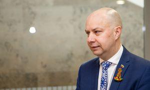 Sveikatos apsaugos ministras apribojo ir respiratorių bei vienkartinių pirštinių pardavimą