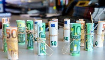 Gelbėdami įmones nuo galimo bankroto, CEO atsisako algų