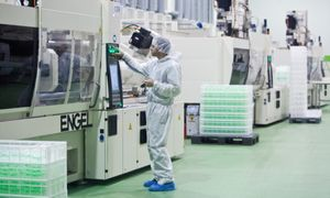 Kovai su koronavirusu būtinų priemonių gamintojų sąraše – 140 bendrovių